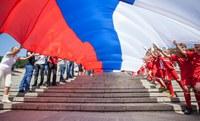 """""""Есть гораздо больше причин любить Родину, чем просто флаг и гимн""""."""